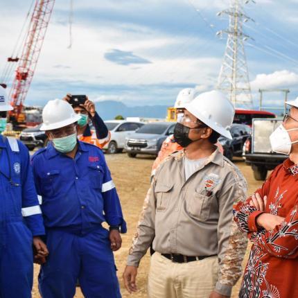 Direktur Panas Bumi, Harris memberikan arahan kepada tim SMGP sebelum membuka pengoperasian kembali Unit I di Sorik Marapi, Mandailing Natal (25/02/2021)(NS)