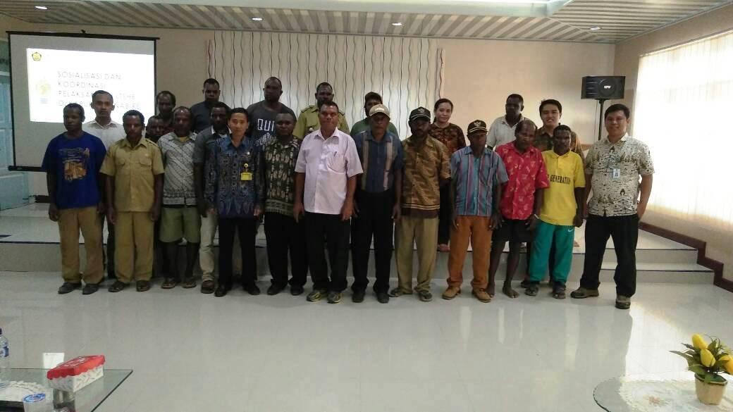 Foto Bersama dengan seluruh peserta Sosialisasi LTSHE di Nabire