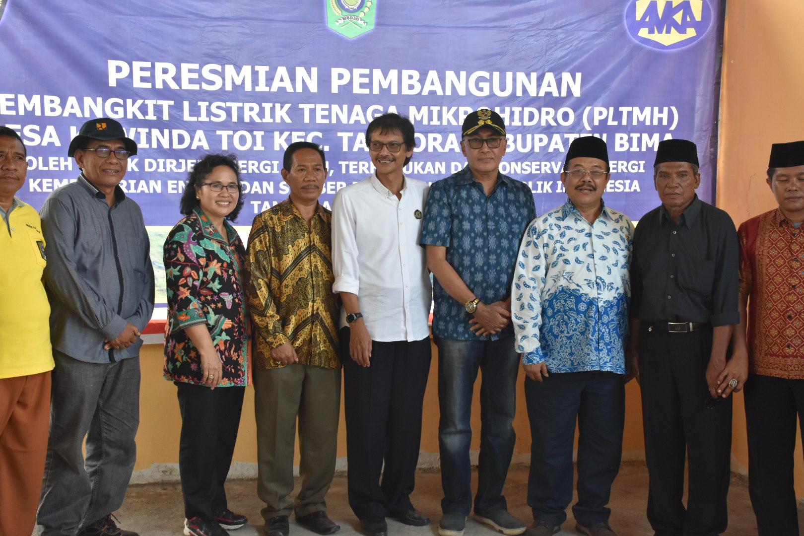 Foto bersama Dirjen EBTKE, Angota komisi VII Dapil NTB, Wabup Bima, Kadus Oi Panihi, Pemda dan warga setempat