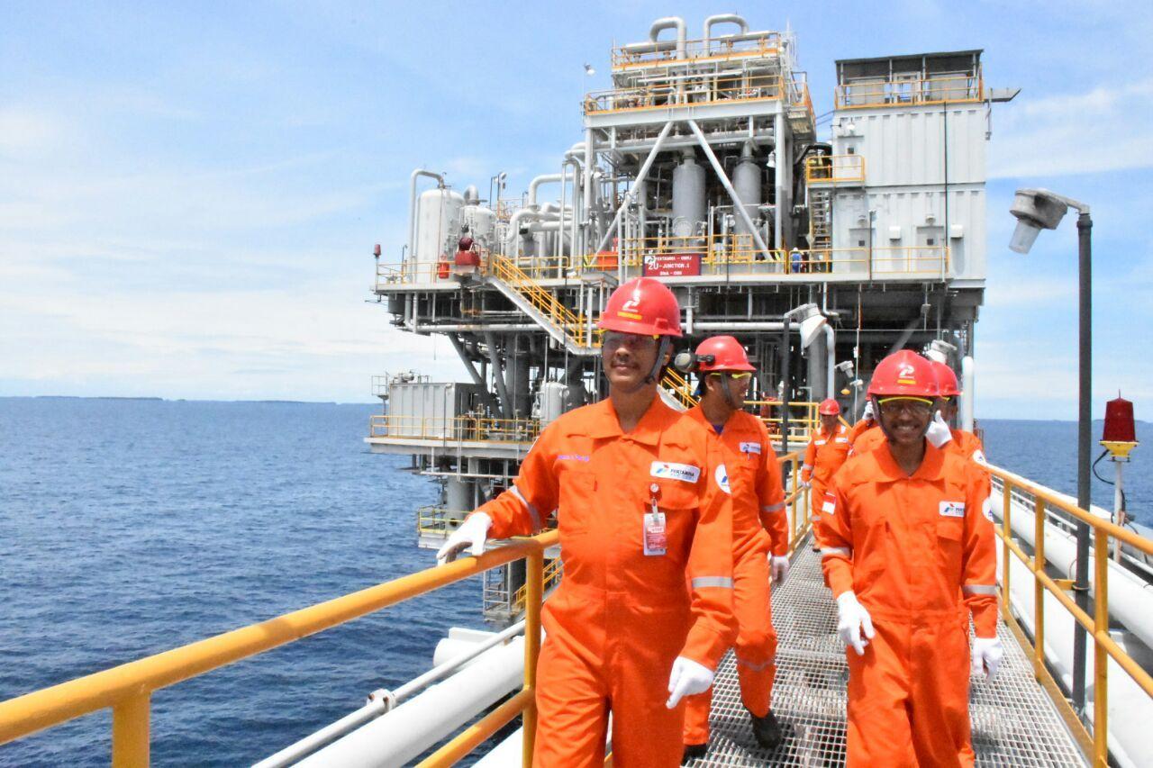 Direktur Konservasi Energi, Sugeng Mujiyanto melakukan kunjungan lapangan pada salah satu kilang minyak Pertamina Hulu Energi Offshore North West Java (PHE ONWJ)