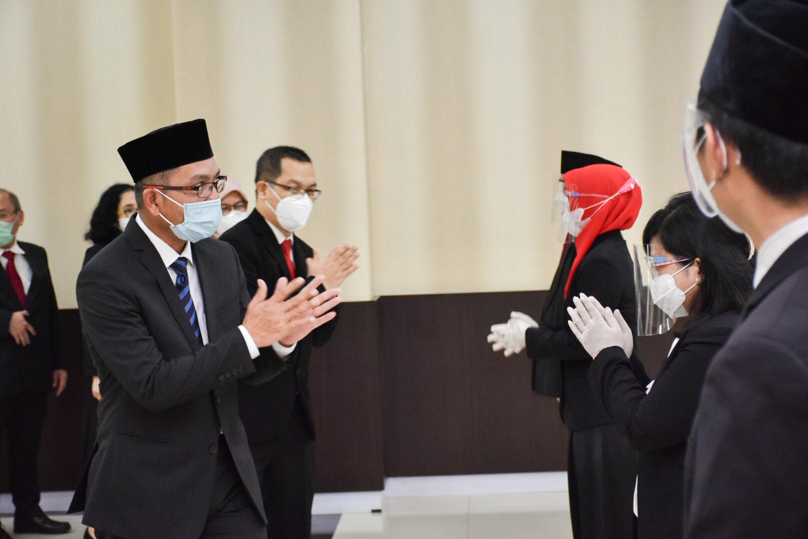 Dirjen EBTKE beserta jajaran Direktur memberikan ucapan selamat kepada para pegawai yang sudah melaksanakan pelantikan di Gedung Slamet Bratanata, Jakarta (05/04/2021) (NS)