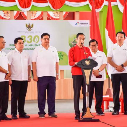 Presiden Indonesia Joko Widodo meresmikan implementasi program biodiesel 30 persen (B30) di SPBU Pertamina Jalan MT Haryono Jakarta Selatan, Senin (23/12/2019).