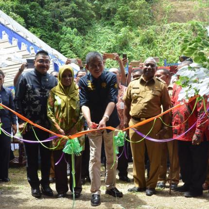 Menteri ESDM, Ignasius Jonan Meresmikan PLTM Warabiai Sausapor yang berlokasi di Desa Jokte Kecamatan Sausapor Kabupaten Tambraw