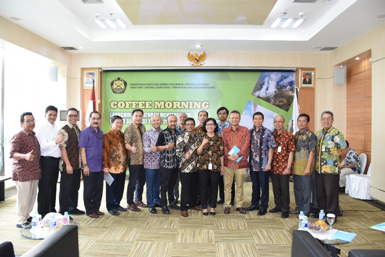 Foto Bersama Direktur Panas Bumi, Ida Nuryatin Finahari beserta jajaran asosiasi/perusahaan di Bidang Panas Bumi