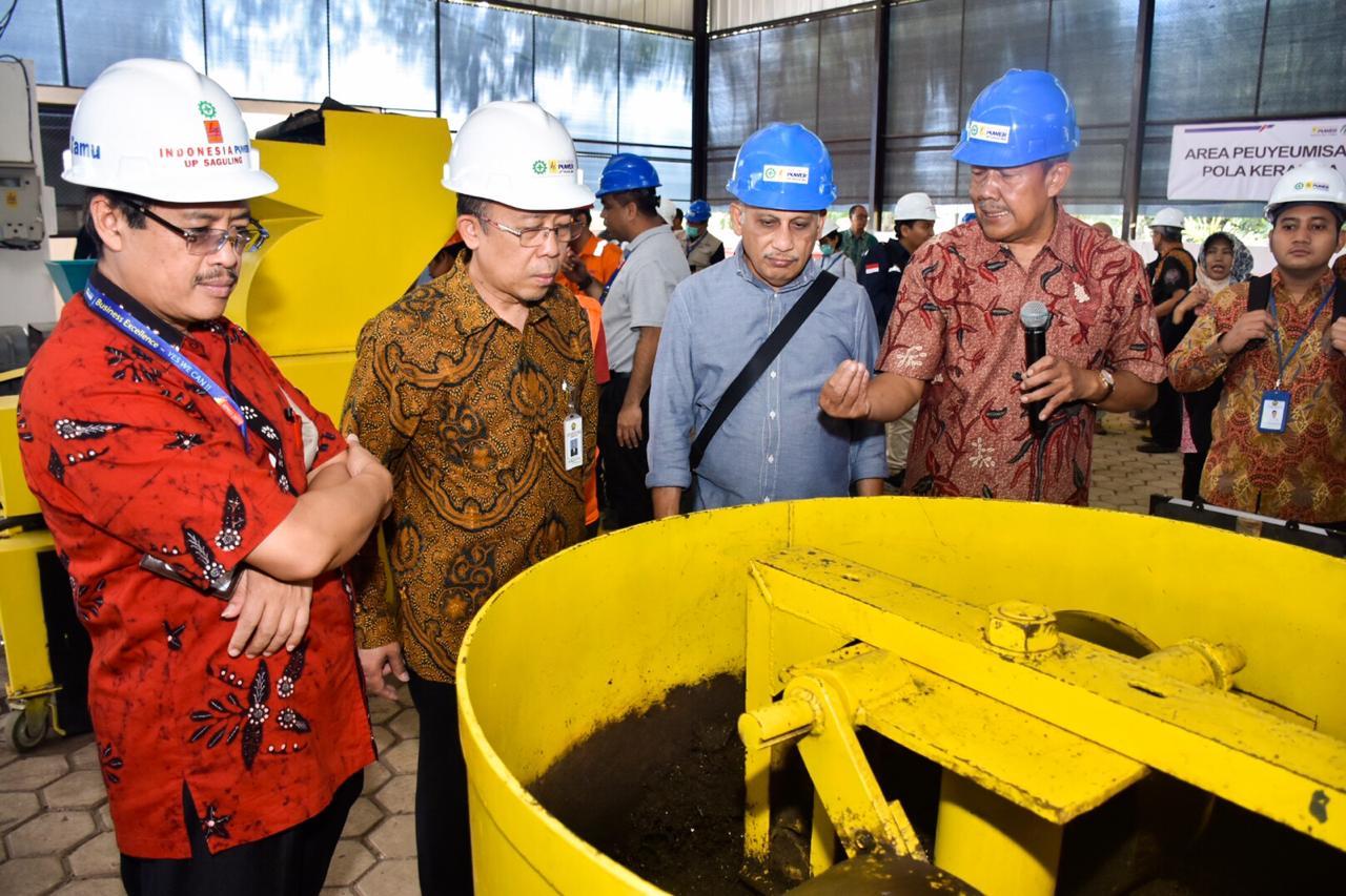 Direktur Aneka Energi Baru dan Energi Terbarukan Bapak Harris sedang melakukan peninjauan Program BOSS (Biomass Operation System of Saguling) di PLTBm Saguling