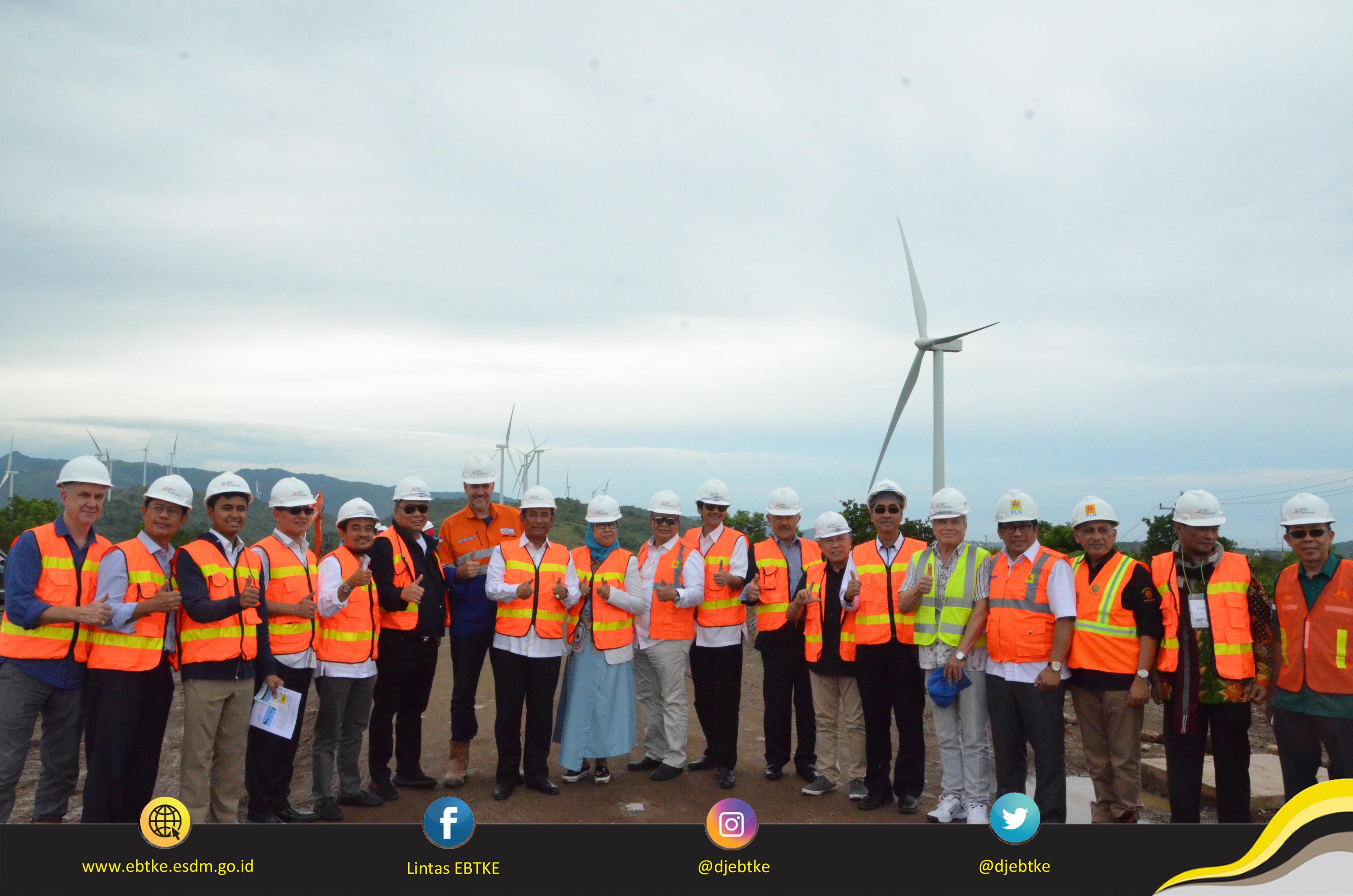 Foto Bersama: Dirjen EBTKE dan Anggota Komisi VII DPR RI serta Management PT UPC Sidrap Bayu Energi