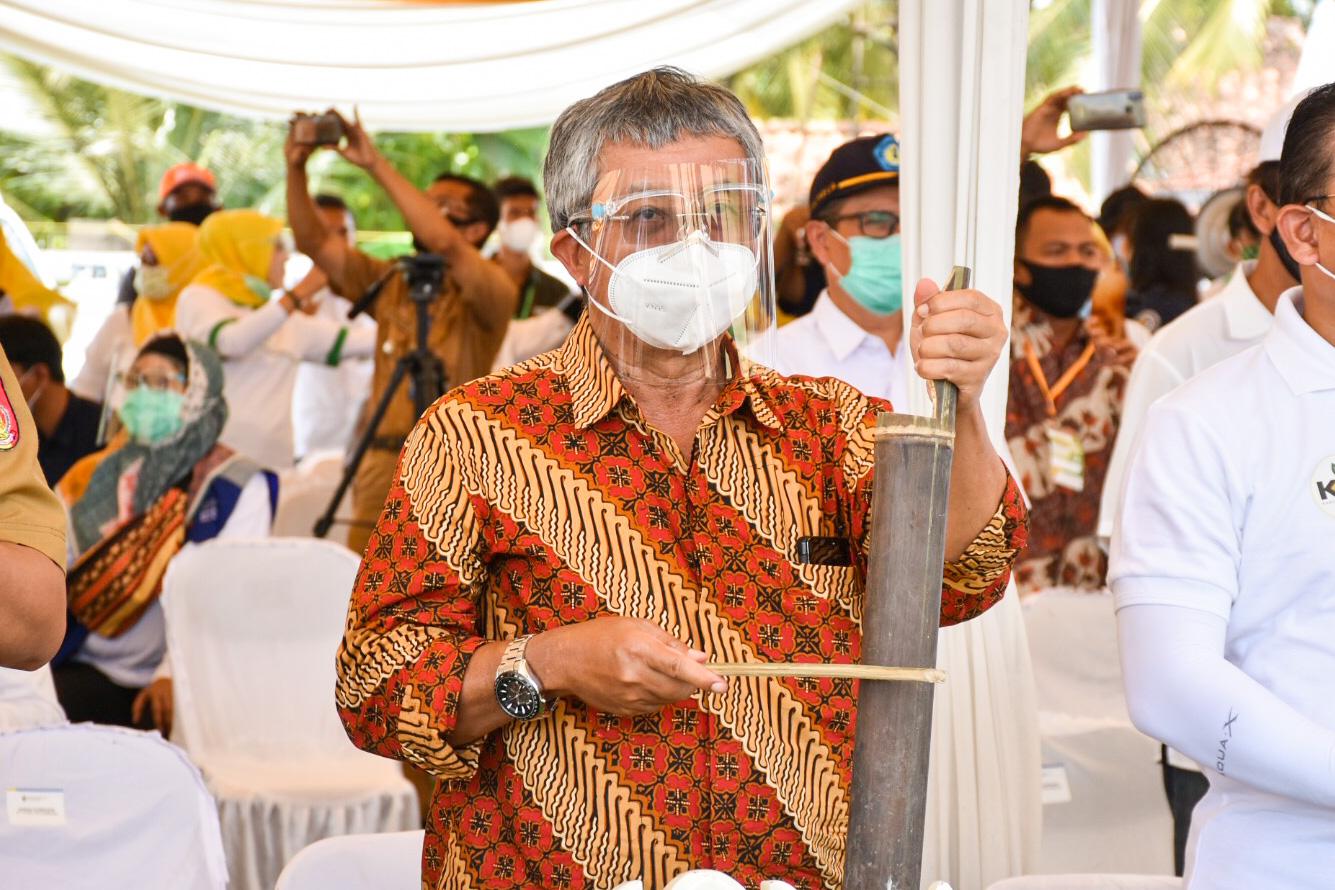 Dirjen EBTKE, F.X. Sutijastoto mengikuti rangkaian acara Peresmian Pompa Air Tenaga Surya di Kecamatan Trimurjo, Kabupaten Lampung. (06/10/2020)