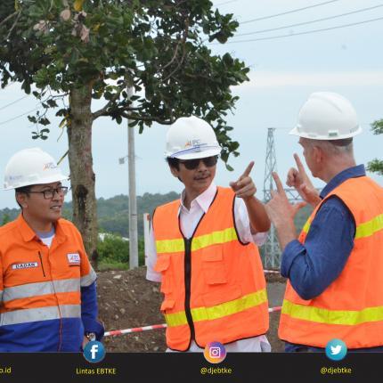 Dirjen EBTKE, Rida Mulyana dalam kunjungannya untuk melihat progres Pembangkit Listrik Tenaga Bayu (PLTB) dengan kapasitas pembangkit 75 MW di Kabupaten Sidenreng Rappang, Sulawesi Selatan