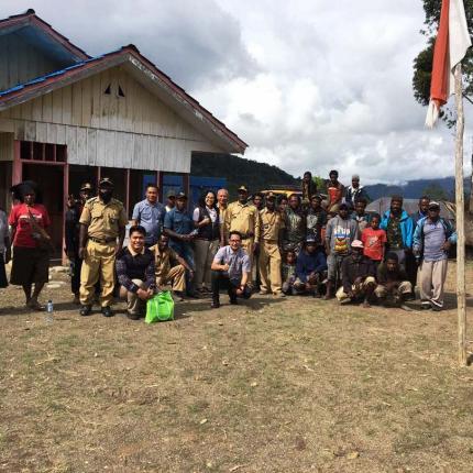 Tim Sosialisasi bersama Penduduk Lokal Kab Tolikara.jpg