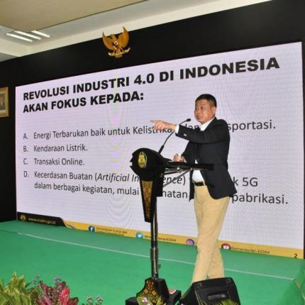 Menteri Jonan menyoroti 4 kegiatan yg akan menjadi revolusi besar untuk Indonesia dan dunia, yaitu Energi Terbarukan, kendaraan listrik, transaksi online, dan kecerdaan buatan termasuk 5G