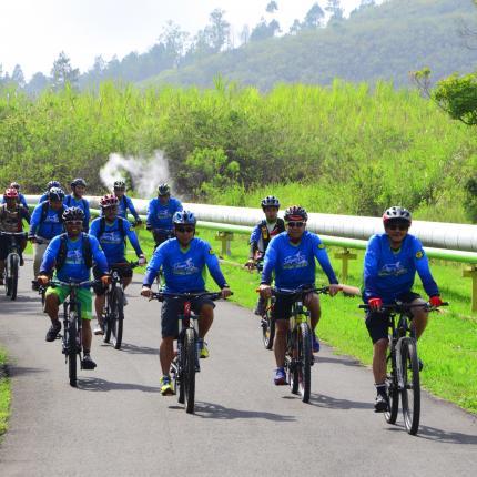 Kegiatan Sepeda Santai bersama Direktur Jenderal EBTKE, Rida Mulyana di Lokasi PLTP Kamojang, Garut, Jawa Barat