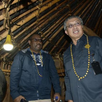 Sutijastoto menambahkan, saat ini negara hadir dalam pembangunan masyarakat baik di kota-kota maupun di desa terpencil.
