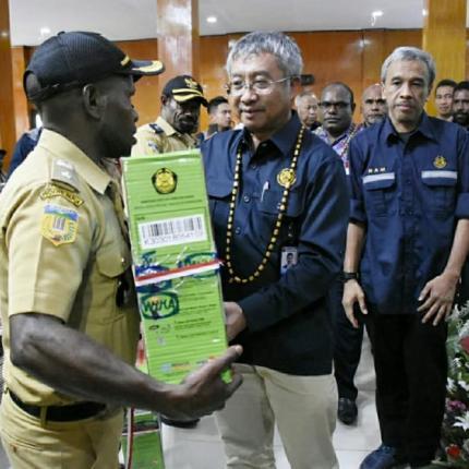 47.416 unit LTSHE telah dibagikan untuk masyarakat pedalaman Papua tersebut, antara lain 42.111 untuk Puncak Jaya