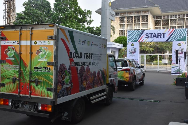 Launching Road Test B30 ditandai dengan pelepasan keberangkatan 3 unit truk dan 8 unit kendaraan penumpang berbahan bakar B30 yg masing-masing menempuh jarak 40 & 50 km
