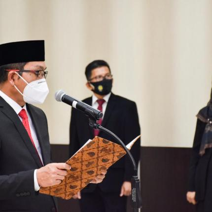 Dirjen EBTKE, Dadan Kusdiana melantik dan mengambil sumpah Pejabat Fungsional hasil transformasi jabatan struktural di Lingkungan Direktorat Jenderal EBTKE di Gedung Slamet Bratanata, Jakarta (15/12/2