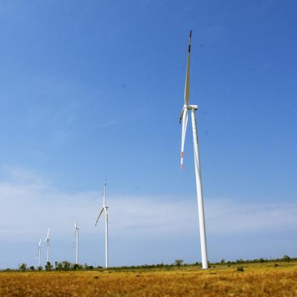 PLTB Tolo I berkapasitas 72 MW dibangun di Kampung Lengke-lengkese, Kecamatan Binamu, Jeneponto, Sulawesi Selatan