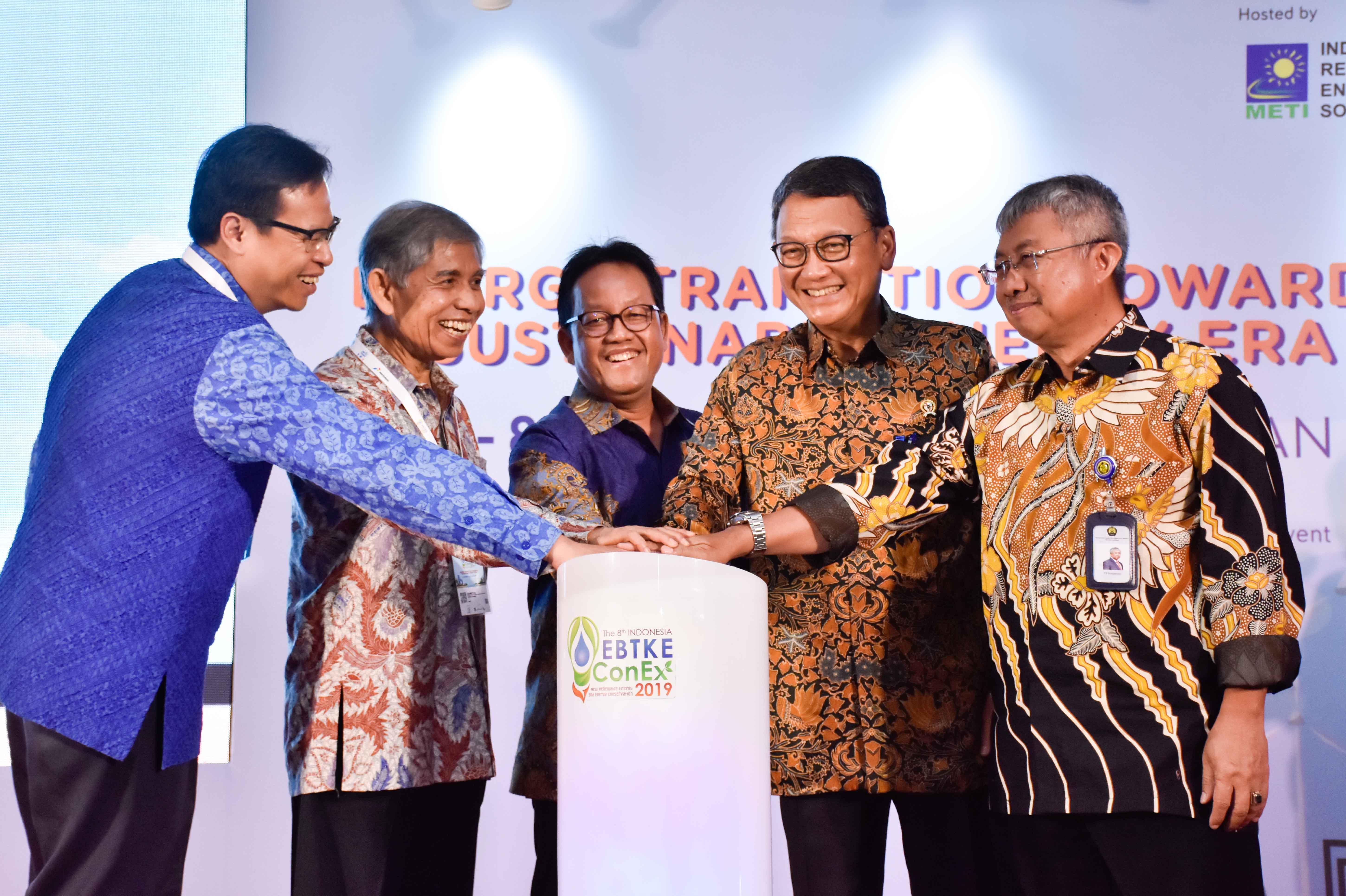 IndoebtkeConEx ke-8 tahun 2019 diselenggarakan oleh Masyarakat Energi Terbarukan Indonesia (METI), yang dilaksanakan selama (3) tiga hari, mulai tanggal 6-8 November 2019