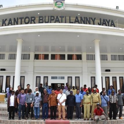 Seluruh peserta dan narasumber Sosialisasi dan verifikasi data LTSHE Kabupaten Lanny Jaya