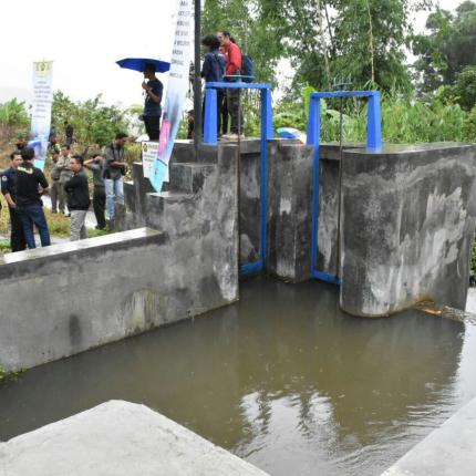 PLTMH ini dibangun pada tahun 2017 menggunakan APBN Ditjen EBTKE berlokasi di Desa Batu Belerang, Kecamatan Sinjai Borong, Kabupaten Sinjai dengan kapasitas 35 kW