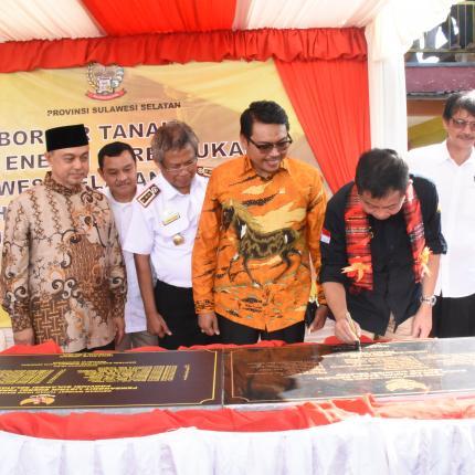 Penandatanganan Batu Prasasti Sumur Bor Air Tanah dan Pembangkit Listrik Energi Terbarukan di Provinsi Sulawesi Selatan