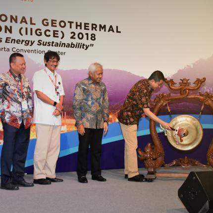 Pemukulan Gong oleh Menteri ESDM, Ignasius Jonan sebagai simbol pembukaan IIGCE 2018