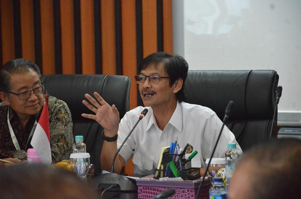 Diskusi Pemanfaatan Energi Baru Terbarukan di Indonesia