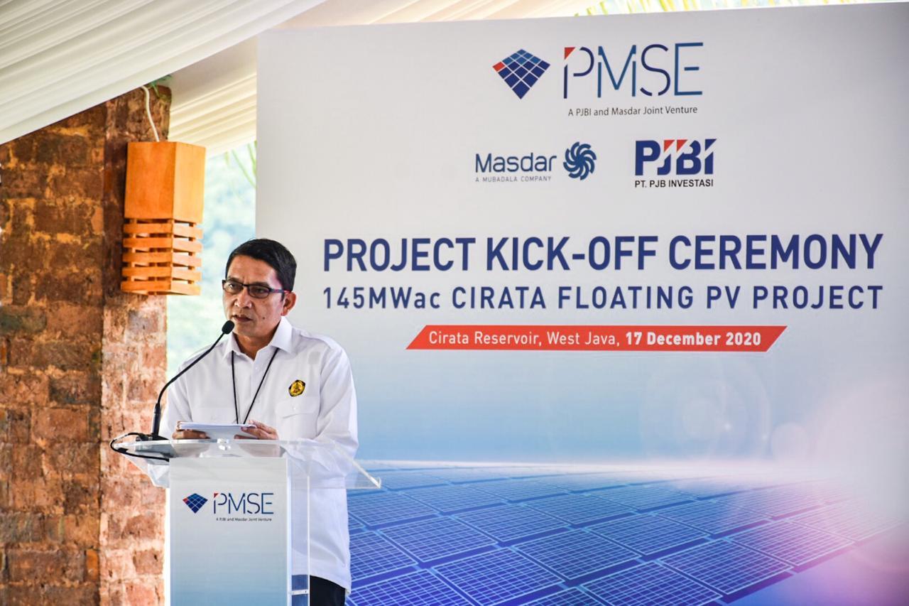 Dirjen EBTKE, Dadan Kusdiana memberikan sambutan pada acara Projeck Kick-Off Ceremony 145 MWac Cirata Floating PV Project di kawasan Waduk Cirata, Purwakarta (17/12/2020)