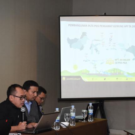Untuk provinsi Sulawesi Utara sendiri terdapat 3 lokasi Pembangunan PLTS Pos Pengamatan Gunung Api (PGA). Salah satunya adalah Pos PGA Lokon di Desa Kakaskasen
