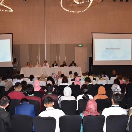Suasana Diskusi Panel dihadiri oleh peserta dari berbagai kalangan