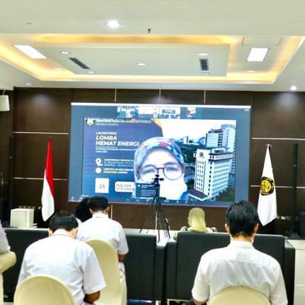 Kepala Biro Umum, Upik Jamil yang hadir secara online memaparkan materi terkait pengelolaan bangunan Gedung Sekjen KESDM, Jakarta (25/02/2021) (LA)