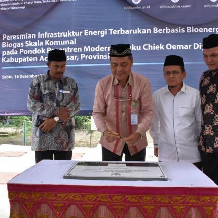 Pembangunan Biogas Komunal yang dilaksanakan di Pondok Pesantren Oemar Diyan merupakan satu dari 15 lokasi pembangunan yang telah dilaksanakan sepanjang tahun 2015 – 2016 oleh Ditjen EBTKE