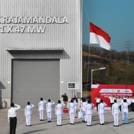 Upacara Bendera di PLTA Rajamandala, Jawa Barat dipimpin oleh Dirjen EBTKE, F.X Sutijastoto sebagai Inspektur Upacara