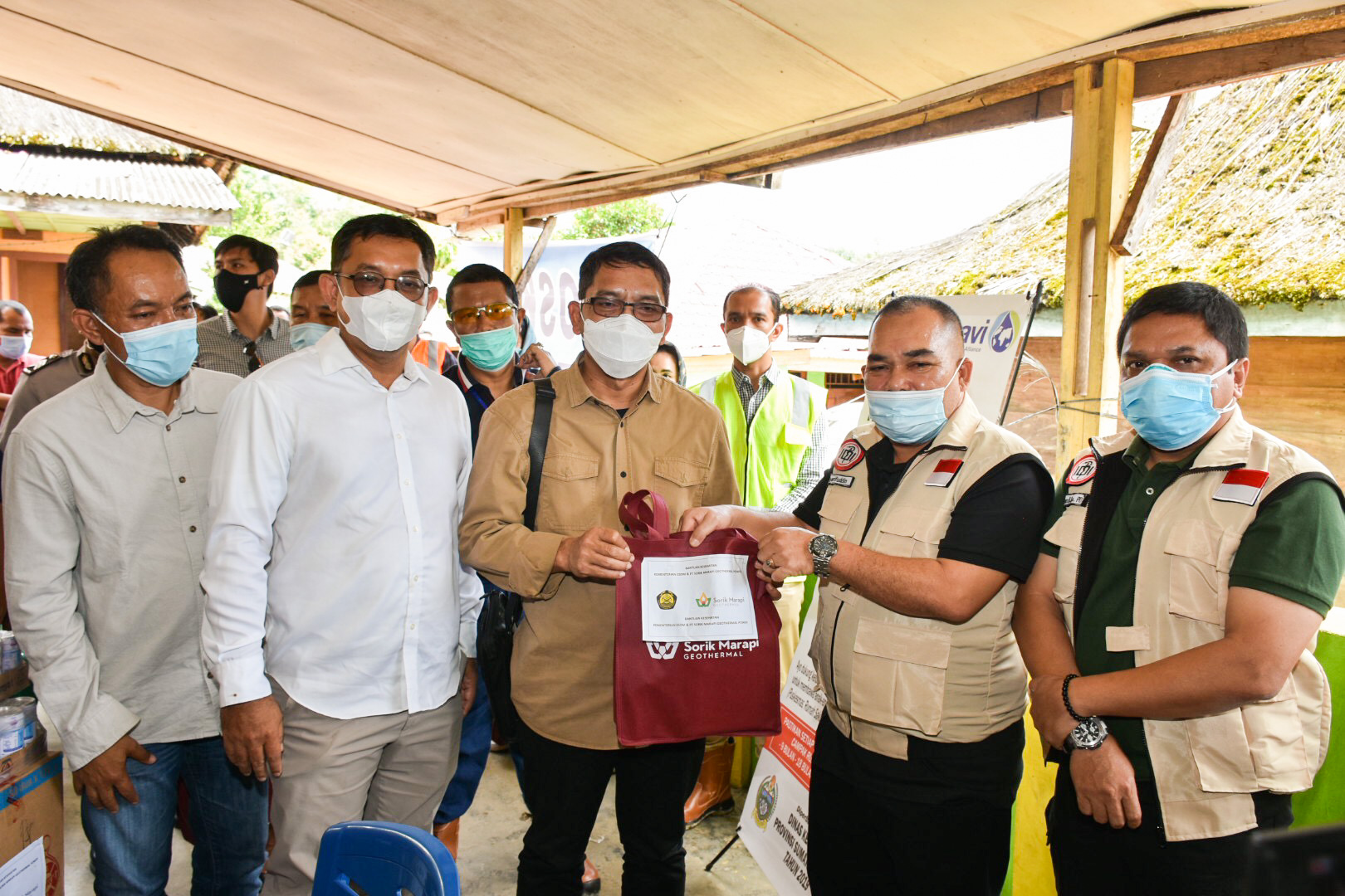 Rombongan Ditjen EBTKE bersilahturahmi ke rumah keluarga korban meninggal dunia dan menyampaikan ucapan duka cita di Dese Sibanggor Julu, Mandailing Natal, Provinsi Sumatera Utara (06/02/2021)
