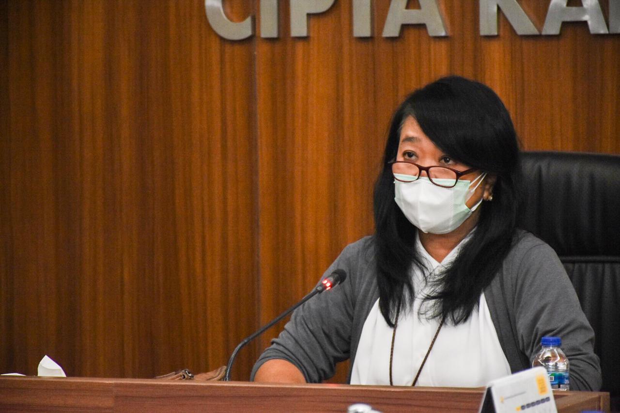Dirjen Cipta Karya, Diana Kusumastuti memberikan sambutan pada acara Penyerahan Penghargaan Asean Energy Awards 2020 di kantor Ditjen Cipta Karya, Jakarta (18/02/2021)(NS)