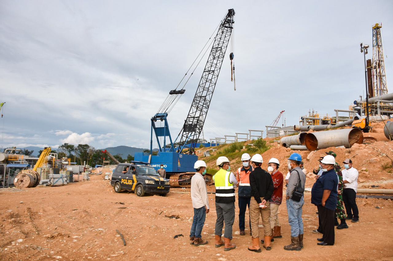 Direktur Panas Bumi, Harris meninjau lokasi Unit I yang akan dibuka kembali di Sorik Marapi, Mandailing Natal (25/02/2021)(NS)