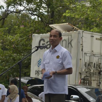 Wakil Menteri ESDM memberikan sambutan sebelum pelepasan roadshow kendaraan berbasis BBG di Lapangan Parkir IRTI Monas.
