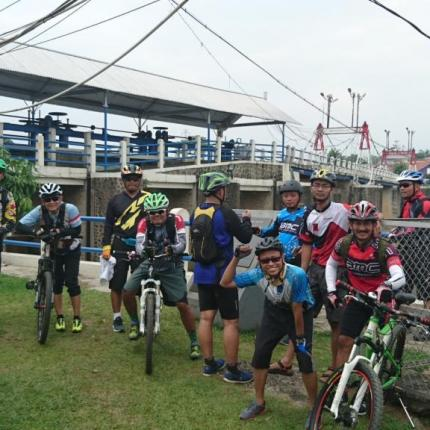 Berkumpul di Finish Katulampa