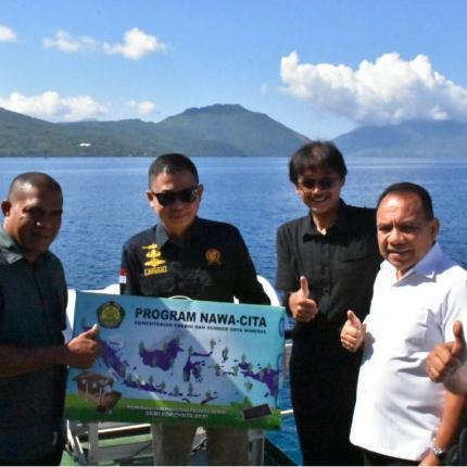 Penyerahan LTSHE didampingi oleh Gubernur NTT, Dirjen EBTKE dan Staf khusus Menteri ESDM Bapak Widyo Sunaryo dan Direktur Regional Jatim dan NTT, PT PLN ,dan Kepala Dinas ESDM Prov. NTT.