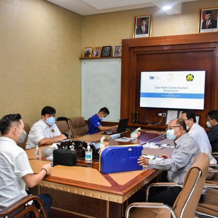 Guna memastikan kualitas produk APDAL Direktorat Perencanaan dan Pembangunan Infrastruktur EBTKE melakukan kunjungan fasilitas produksi ke PT. Farmindo Inovasi Teknologi, Bogor (15/04/2021) (NS)