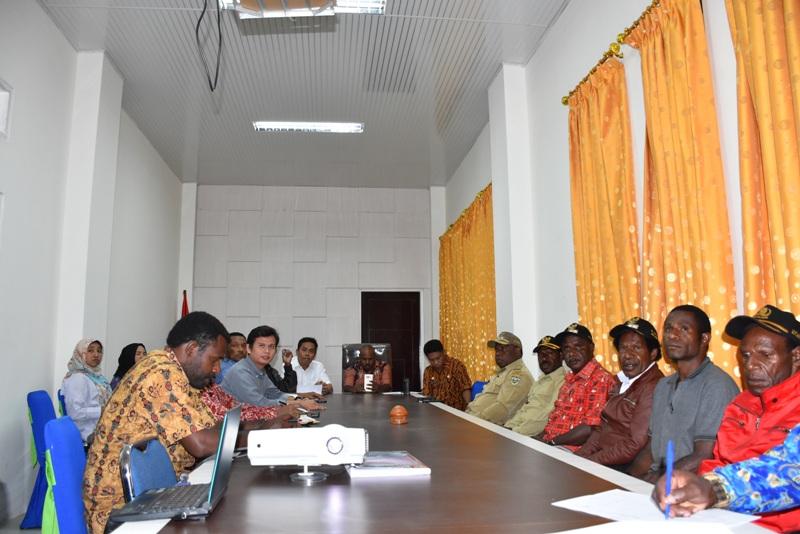 Peserta Sosialisasi LTSHE di Lanny Jaya dihadiri oleh Para Kepala Distrik