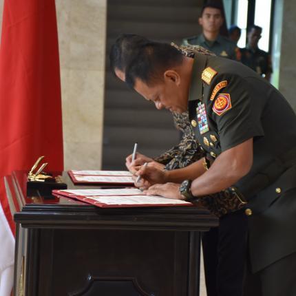 Penandatanganan MoU antara Menteri ESDM dengan Panglima TNI
