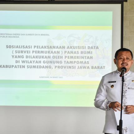Bupati Sumedang, Dony Ahmad Munir membuka kegiatan sosialisai pelaksanaan akuisisi data Panas Bumi di wilayah Gunung Tampomas, Sumedang (04/03/2021) (NS)
