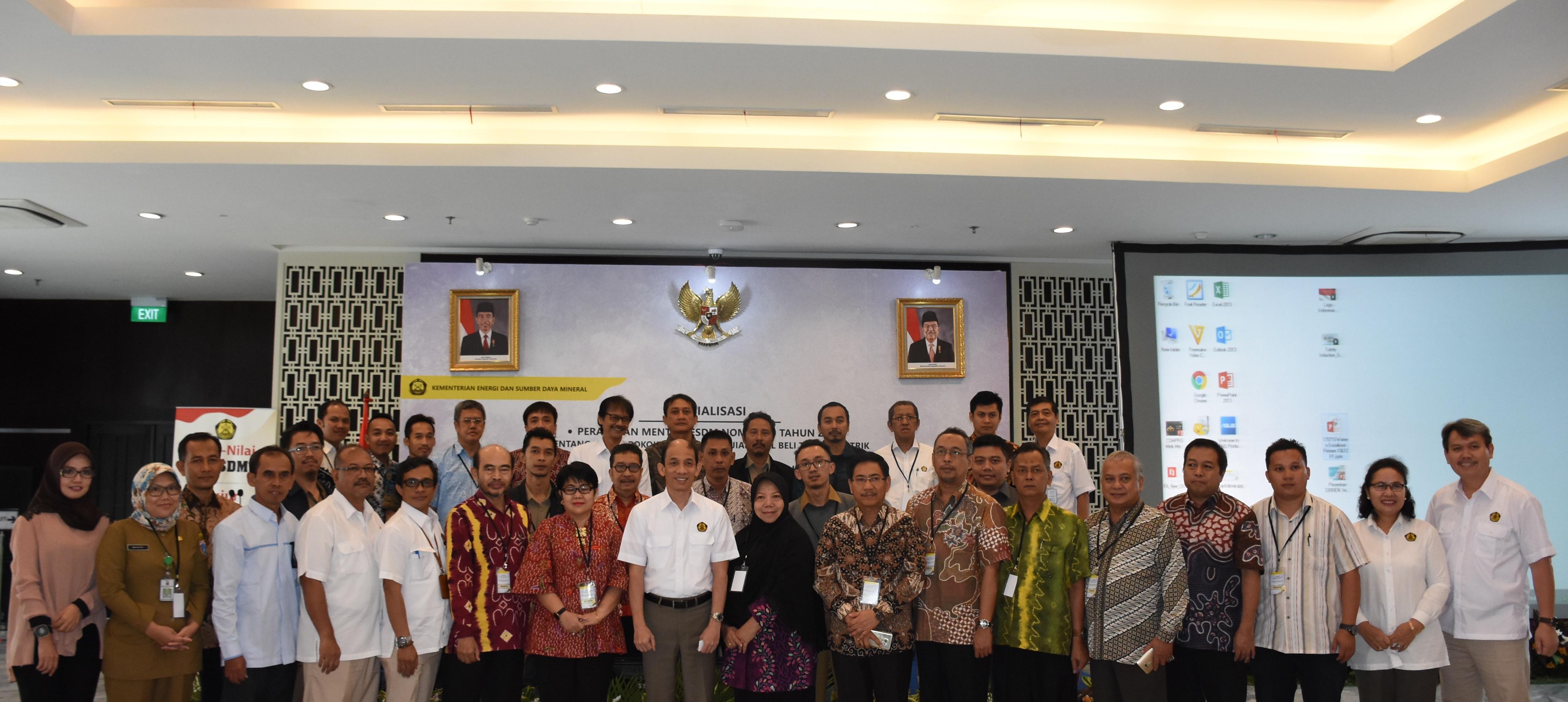 Foto Bersama Bpk Wamen ESDM, Dirjen EBTKE, dan seluruh peserta Sosialisasi