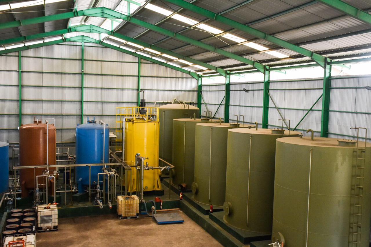Tangki penyimpanan bahan bakar emulsi di Kawasan Marunda Center, Bekasi (17/02/2021)