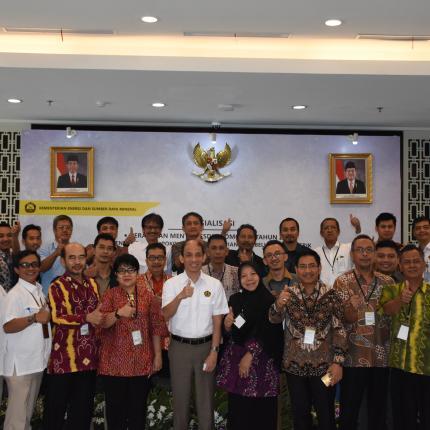 Foto Bersama Bpk Wamen ESDM, Dirjen EBTKE, dan seluruh peserta Sosialisasi_2