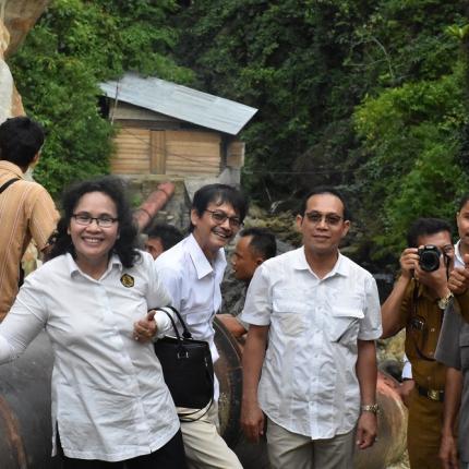 Foto Bersama di Lokasi PLTMH