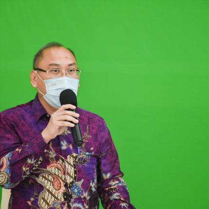 Direktur Aneka EBT, Chrisnawan Anditya membuka sesi diskusi pada acara Launching Program Patriot Energi yang dilaksanakan secara virtual di Gedung Slamet Bratanata, Jakarta (18/06/2021) (NS)