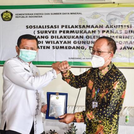 Kementerian ESDM melalui Direktorat Panas Bumi melakukan kegiatan sosialisai pelaksanaan akuisisi data Panas Bumi di wilayah Gunung Tampomas, Sumedang (04/03/2021) (NS)